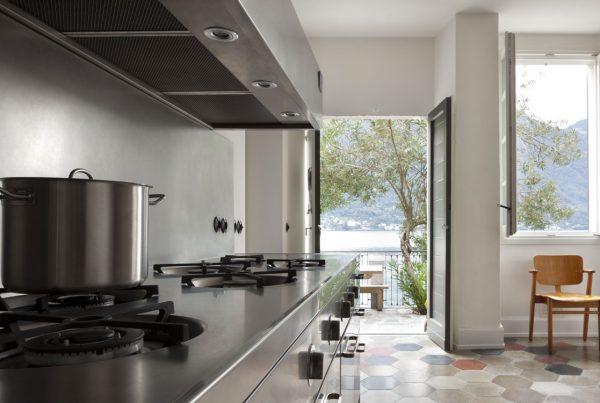Cucine su misura in acciaio inox personalizzabili in base all'esigenza del cliente